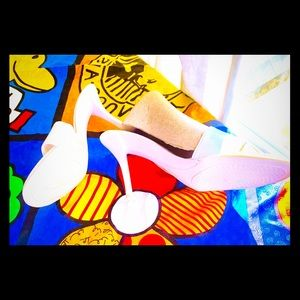 🌷Charles David Italian slip on white heels